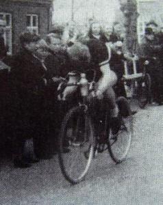 Jørgen Rudolf Hansen i fuld fart på vej til mål
