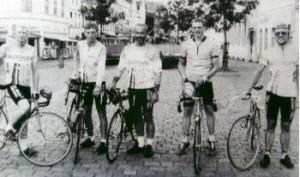 De lokale Paris-Brest-Paris deltagere. Fra venstre: Jørn Nielsen, Jens Lausten Hansen, Arne Brændmose, Helge Krogh og Cai Risskov.